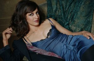 Jennifer Beals sexiest pictures from her hottest photo shoots. (37)