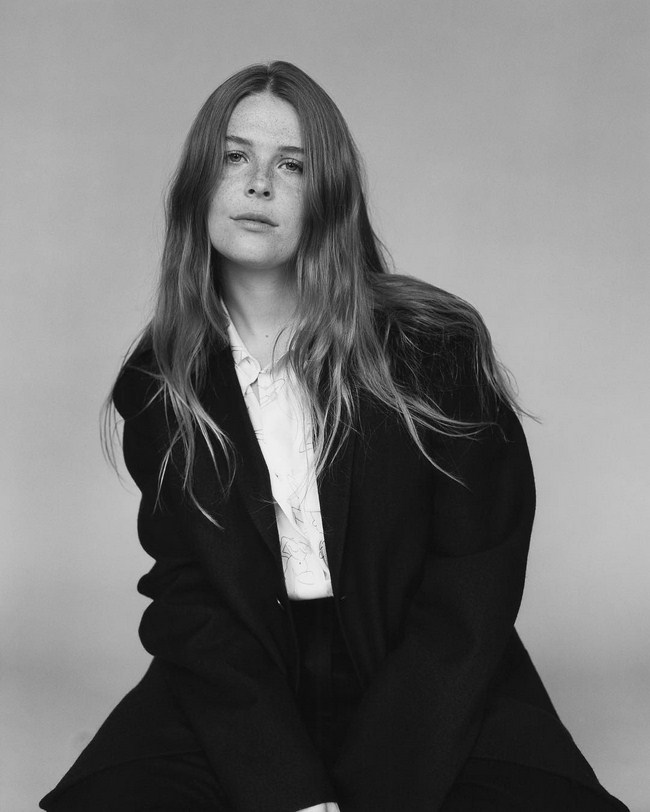 Maggie Rogers Hottest Photos | Sexy Near-Nude Pictures, GIFs