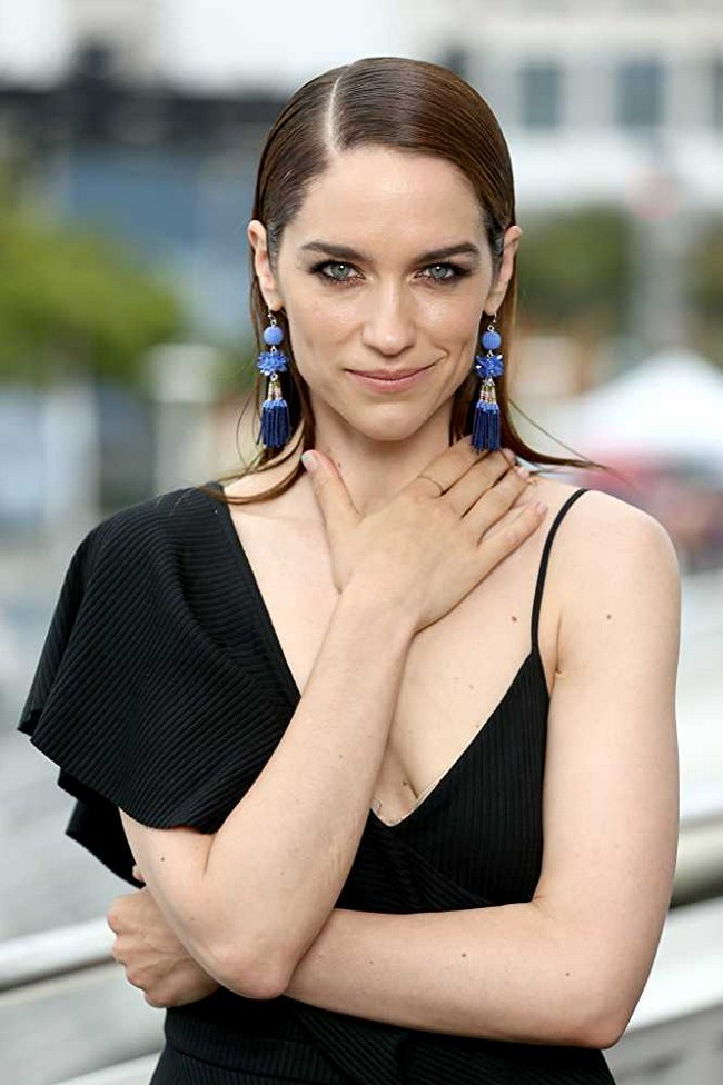 Melanie Scrofano Hottest Photos | Sexy Near-Nude Pictures
