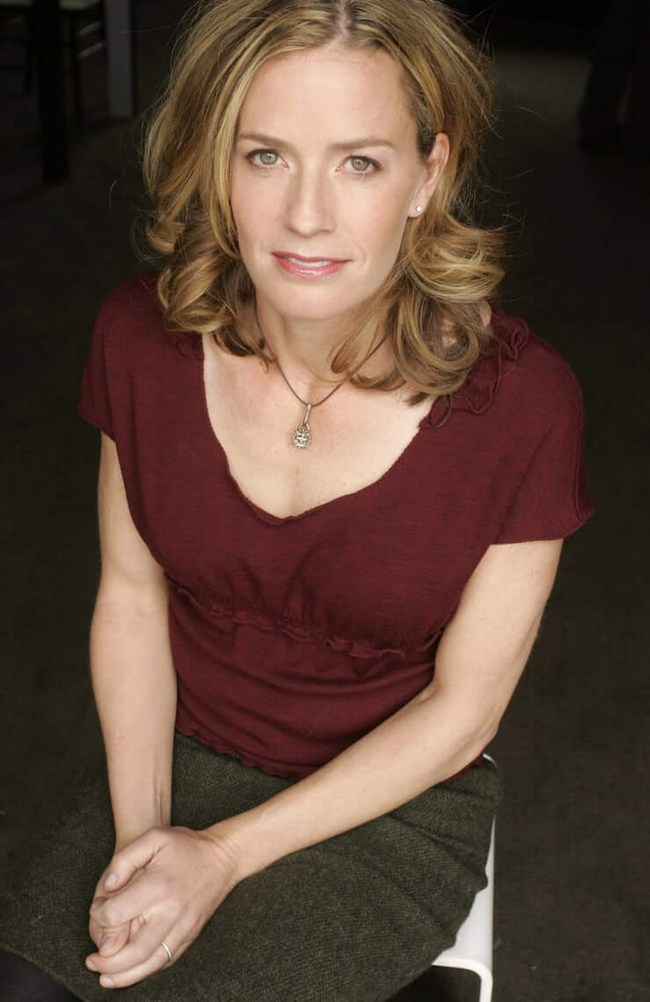 Elisabeth Shue Hottest Photos   Sexy Near-Nude Pictures, GIFs