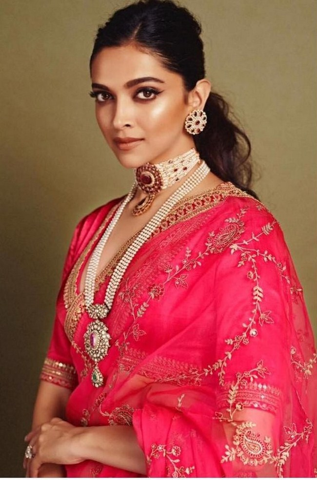 Deepika Padukone Hottest Photos | Sexy Near-Nude Pictures ...