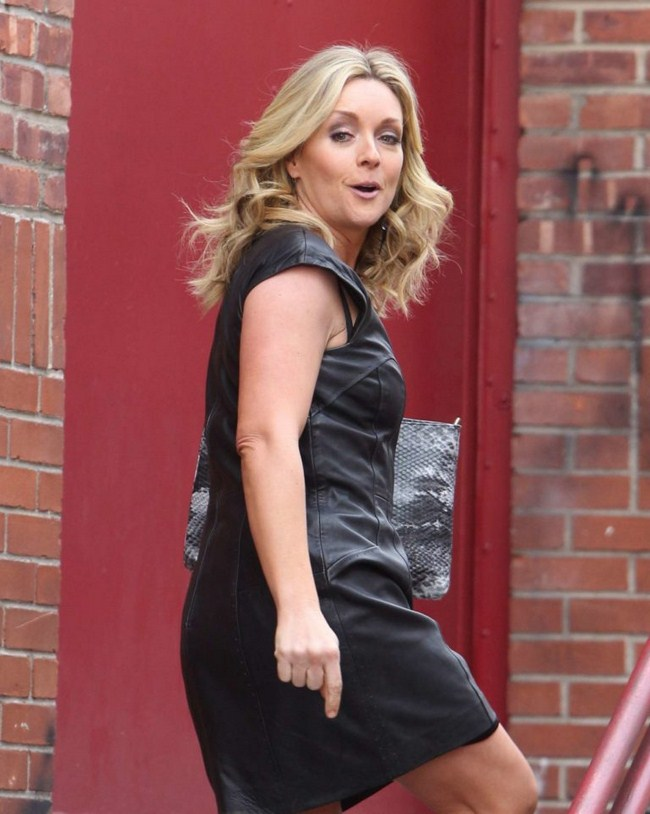 Jane Krakowski Hottest Photos | Sexy Near-Nude Pictures, GIFs