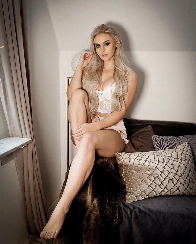 Anna Nystrom Hottest Photos   Sexy Near-Nude Pictures, GIFs