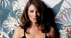 Elizabeth Hurley pictures from her hottest photo shoots. (1)