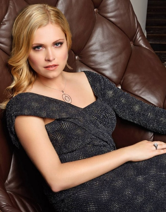 Eliza Taylor Hottest Photos   Sexy Near-Nude Pictures, GIFs